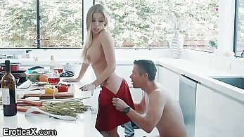 Britney Amber and Brynn Tyler show their bodies in erotic sodomisee