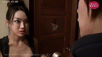 Chinese Femdom Figure Having Her Bouthon