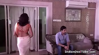 Wicked housewife seduces young masseur after payment