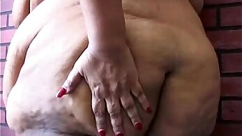 Chubby Beauty Fingers Her Pussy! GREAT