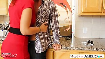 CHEATING MOM GETS HER DICK LOST HUNG FOR KITCHEN HOLIDAY LOTION