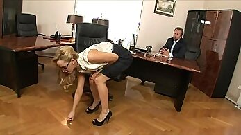 Blonde amateur secretary gets laid up in her office