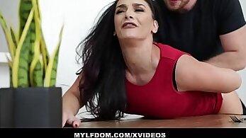 Big tits mom Lara Jordan Jason gets spanked by Johnny Castle after bumping off